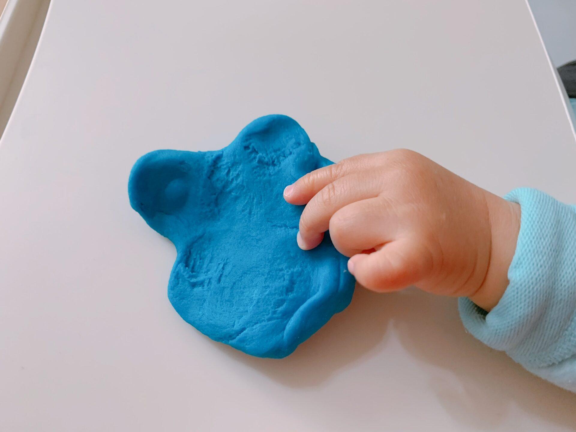 ボーネルンドのかんてんネンドStudioで粘土遊びしているところ。